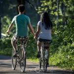 Promenad till 4H gården håller händer getter får cyklar ankor 4h gården 4h