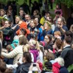 Midsommarfirande vid Hammarskog spelmänn midsommarstång midsommarfirande midsommar människor hammarskog glada barn