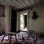 Ödehuset vid syrenbusken övergivet ödetorp ödehus öde