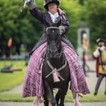 Barocka damer och tornerspel på Skoklosters slott tornerspel svärd slott skoklosters slott skokloster riddarspel riddare lans hästar damer barocka damer barock